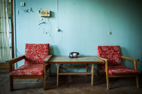 7 Genius Living Room Organization Hacks