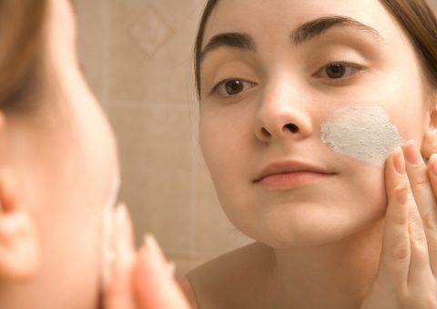 How to Apply a Facial Masque
