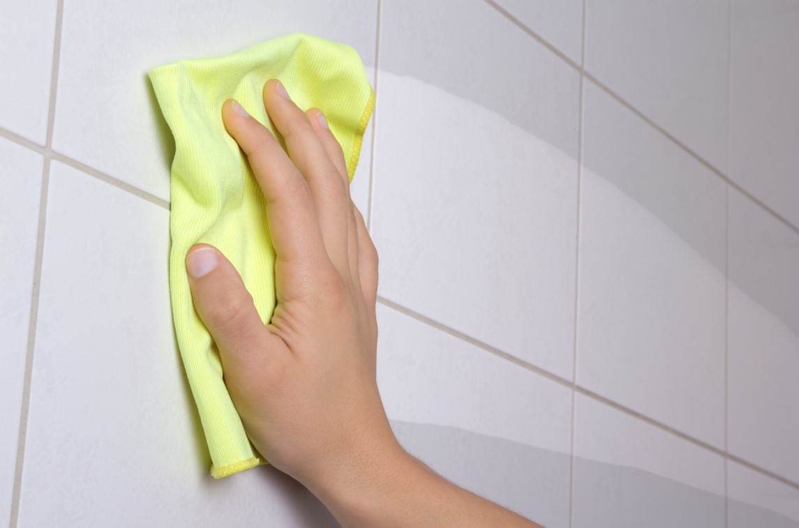 5 homemade solutions for cleaning the bathroom