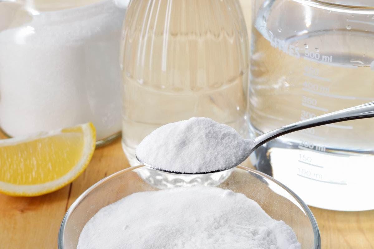 Le bicarbonate de soude est un produit naturel qui vous permettra de nettoyer en profondeur Source depositphotos